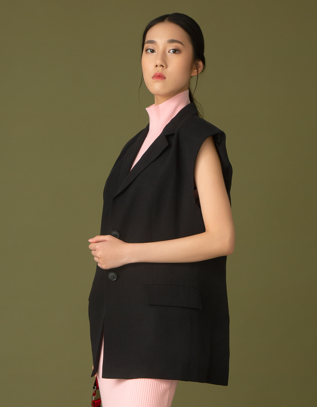 H&M oversize waistcoat $499 Alice & Olivia pink knitted dress (Price to be confirmed)